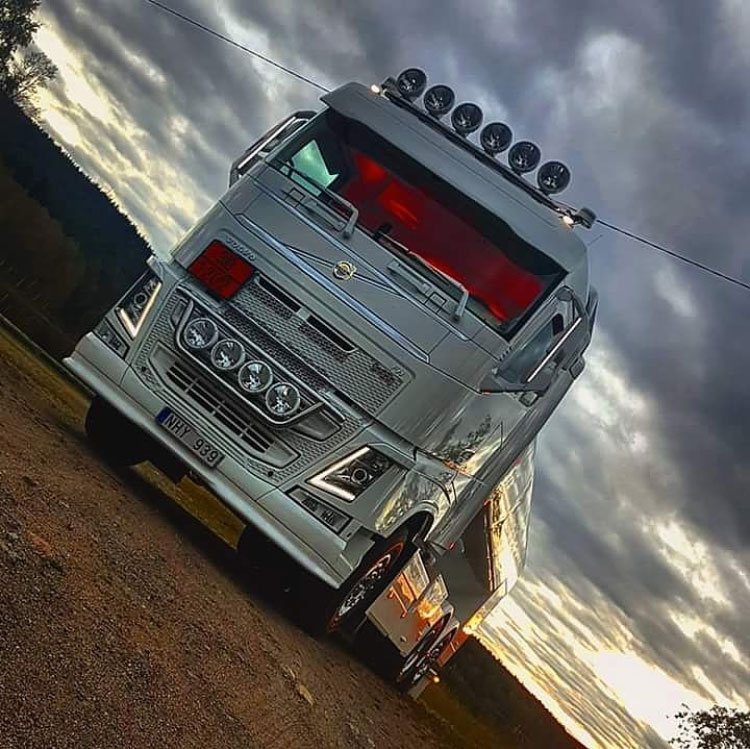 Frontdelar Passar Volvo